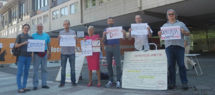 Activists of Piu Democrazia in front of Trient's Palazzo della Regione on 16 July 2014