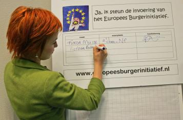 Dutch ECI campaign - Actress Victoria Koblenko signs our petition pro ECI