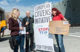 Michael Efler of Mehr Demokratie and Maritta Strasser of Campact in Brussels. Photo by Felix Kindermann